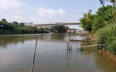 Nhiều người Việt bơi qua sông để nhập cảnh trái phép ở An Giang