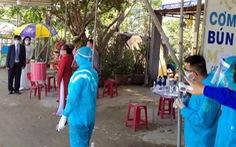 Đám hỏi đặc biệt diễn ra ngay tại chốt kiểm dịch ở Quảng Nam
