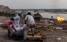 Ấn Độ lần đầu xác nhận nhiều thi thể bị thả trên sông Hằng là bệnh nhân COVID-19