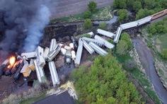 Đoàn tàu 47 toa trật đường ray và bốc cháy tại Mỹ