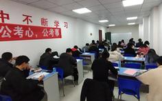 Người trẻ Trung Quốc quay lại 'đi làm nhà nước' vì COVID-19