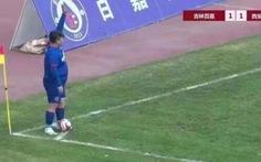 Triệu phú Trung Quốc mua đội bóng rồi 'ép' HLV để con trai nặng 126kg đá chính