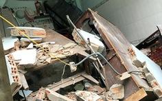 8 căn nhà ven kênh ở quận 8 bị lún, sập khiến 2 người bị thương