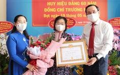 Nguyên Phó chủ tịch nước Trương Mỹ Hoa nhận huy hiệu 60 năm tuổi Đảng