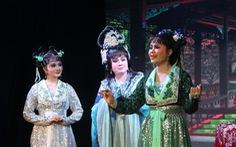 Tú Sương diễn cùng con gái trong đêm hát của gia tộc