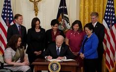 Tổng thống Mỹ ký ban hành luật chống thù hận người gốc Á