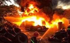 Điều hàng chục chiến sĩ dập đám cháy ở bãi tập kết lốp xe