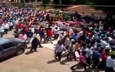 Hàng trăm người vi phạm lệnh phong tỏa để... dự đám tang ngựa