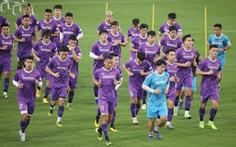 Đội tuyển Việt Nam đến UAE: 45 thành viên và 1 tấn hàng hóa