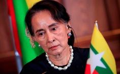 Bà Aung San Suu Kyi lần đầu xuất hiện tại tòa