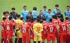 HLV Park Hang Seo bất ngờ đưa 29 cầu thủ sang UAE, trong đó có Văn Hậu