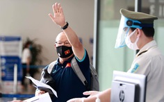 Đội tuyển Việt Nam đến sân bay Nội Bài, lên đường đi UAE
