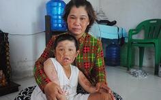 Thương con ai kể tháng ngày - Kỳ cuối: Mẹ bán vé số mong chữa bệnh cho con