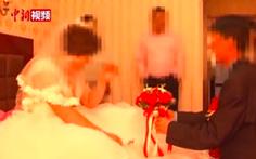 Xem clip trên mạng mới biết 'vợ mình đang là vợ người khác'