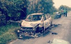 Điều tra vụ taxi 4 chỗ bị thiêu rụi trên đường, vị trí ghế tài xế có 1 người chết