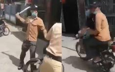 Xôn xao đoạn clip một thanh niên cầm dao uy hiếp cảnh sát giao thông