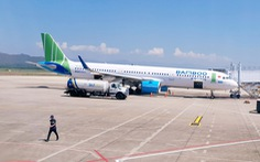 Đang hạ cánh xuống Côn Đảo, máy bay lại va phải chim, hàng loạt chuyến bay bị hủy