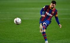 Messi đá phạt ghi bàn đẹp mắt giúp Barca tiếp tục bám đuổi Atletico