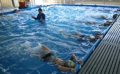 Ngăn sông, ngăn đê dạy bơi cho trẻ