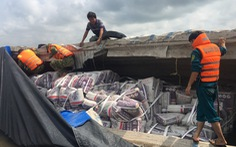 Cứu sống 2 vợ chồng vụ lật ghe chở 50 tấn ximăng trên sông Hậu