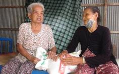 Cụ già 80 tuổi bán rau kiếm tiền tặng người nghèo
