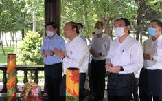 Chủ tịch nước Nguyễn Xuân Phúc viếng cố Thủ tướng Phan Văn Khải