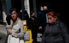 Nhiều người Mỹ thấy 'như khỏa thân' nếu không đeo khẩu trang