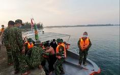 Tàu hàng đụng chìm tàu cá rồi bỏ đi, mặc 3 ngư dân nhảy xuống biển cầu cứu
