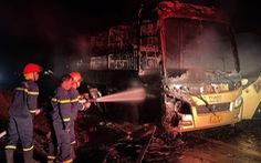 Xe giường nằm cháy rụi lúc rạng sáng, hành khách đang ngủ may mắn thoát chết