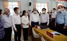 Chủ tịch nước Nguyễn Xuân Phúc tiếp xúc vận động bầu cử tại Củ Chi