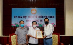 Nghệ sĩ Hoài Linh đã trao 2,4 tỉ đồng tiền kêu gọi cứu trợ bão lụt cho Quảng Trị