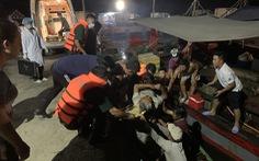 Cứu hộ khẩn cấp một tàu cá bị đâm chìm trong đêm