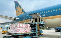 Vắng khách do dịch COVID-19, hàng không xoay xở bằng chở hàng hóa