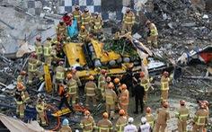 Tòa nhà đổ sập lên xe buýt ở Hàn Quốc, 9 người chết