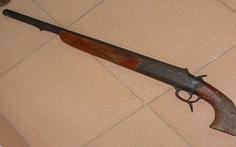 Đàn em dùng súng hoa cải bắn chết 'đại ca' rồi ra đầu thú