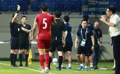 Video: Tình huống ông Park lãnh thẻ vàng vì bảo vệ học trò bị chơi xấu