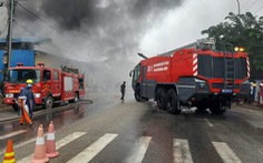 Cháy lớn kho phế liệu trong khu dân cư, di dời khẩn cấp hàng trăm người dân