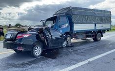 Xe hơi và xe tải tông nhau trực diện, 3 người chết tại chỗ