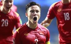 """Thủ quân Quế Ngọc Hải đi """"ké"""" chuyên cơ của đội tuyển Thái Lan"""
