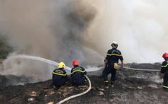 Cháy đỏ rực, khói đặc trời ở bãi rác lớn nhất Đà Nẵng