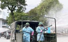 Quân đội điều xe chuyên dụng phun khử khuẩn Bệnh viện Bệnh nhiệt đới TP.HCM