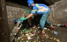 Công nhân môi trường vì nợ lương phải lượm ve chai: Công ty vi phạm nghiêm trọng luật lao động