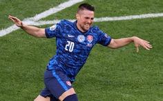 Ba Lan - Slovakia (hiệp 1) 0-1: Thủ môn Szczesny phản lưới nhà