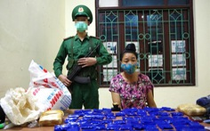 Bắt một phụ nữ giấu 12.000 viên ma túy tổng hợp trong bao gạo