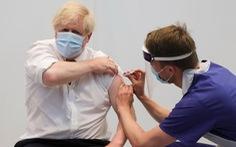 Tiêm đủ liều vắc xin có thể bị dương tính, nhưng rất ít