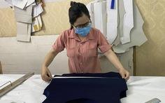 Làm áo lót chống sốc nhiệt cho y bác sĩ tuyến đầu bởi 'chúng ta đều là những chiến sĩ'