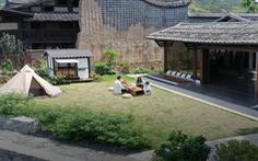 Bỏ phố về quê, đôi vợ chồng Trung Quốc cải tạo ngôi nhà đẹp như tranh