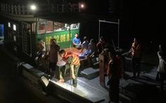 Cứu sống 7 ngư dân ôm bè xốp trôi dạt trên biển trong đêm