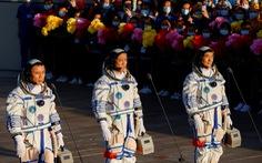 Tàu Thần Châu 12 rời bệ phóng tên lửa, đưa 3 phi hành gia Trung Quốc lên không gian