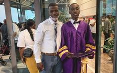 Nam sinh suýt lỡ lễ tốt nghiệp vì không có giày mang